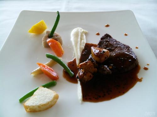 レ・セゾン大阪の厳選和牛フィレ肉のポワレ