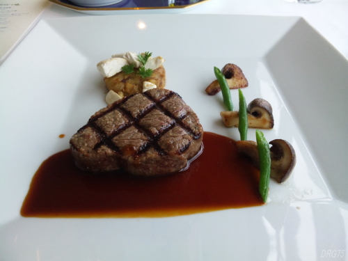 シャンボールの特選牛フィレ肉のグリエセープ風味のポテトグラタンマディラソース