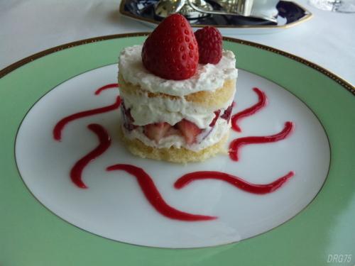 シャンボールのエスプーマで作ったイチゴのショートケーキ