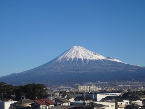 年末の新幹線からの富士山