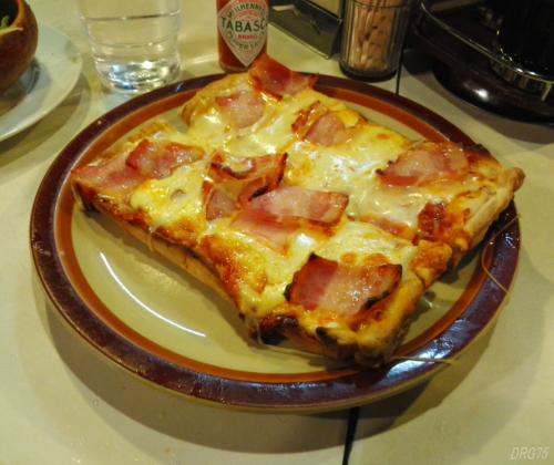 福富町イタリーノのピザ