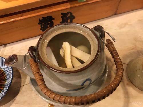 横浜の貴舟寿し松茸土瓶蒸し