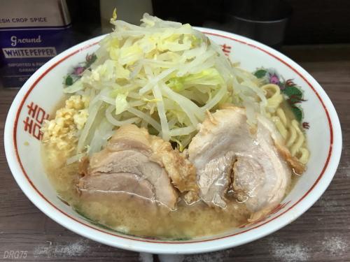 関内二郎麺少な目