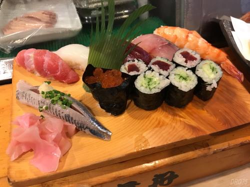 横浜西口の貴舟寿司の上握り
